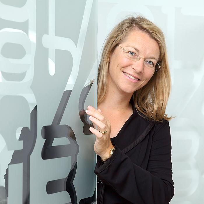 Porträt der Vorständin Christine Bortenlänger, Portrait in der Location, Portraitfotografie und Businessfoto von Stefan Obermeier Fotografie, Porträtphotographie in der Bayerischen Börse