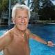 Senioren im Schwimmbad fotografiert mit Hilfe einer Akku Blitzanlage, Werbephotographie für die Stadtwerke München von Stefan Obermeier Fotografie