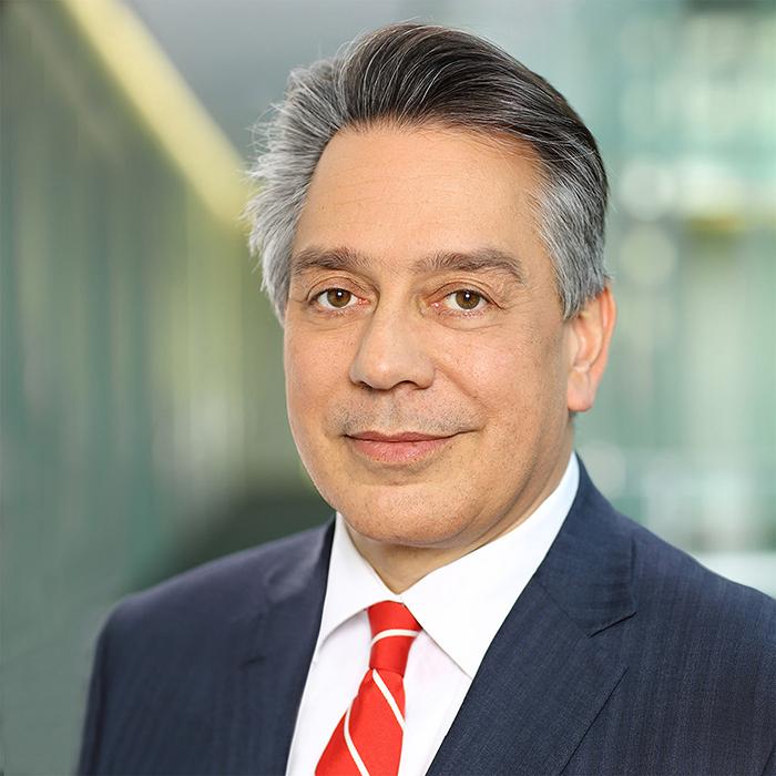 Porträt eines Managers von Stefan Obermeier Fotografie, Vorstandsfotografie in Business Location, Portraitphotographie für ein authentisches Businessfoto